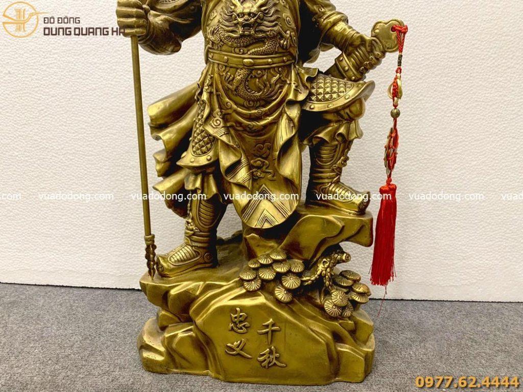 Tượng Quan Vân Trường cầm đao bằng đồng vàng mộc
