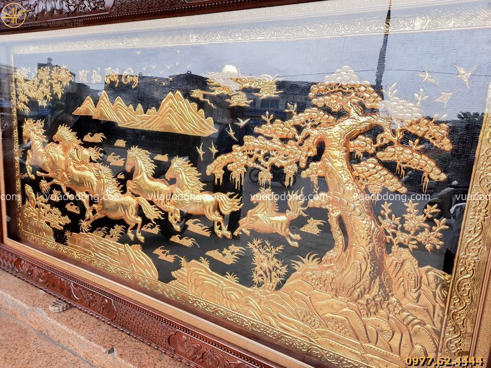 Tranh bát mã truy phong mạ vàng 24k khung gỗ gụ hoa văn tứ quý