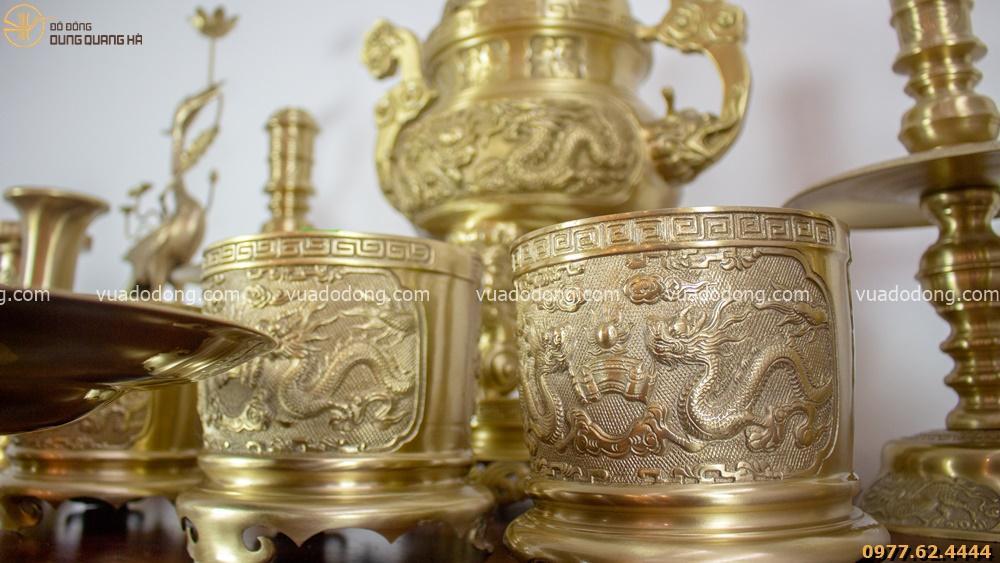 Bộ đồ thờ bằng đồng vàng chạm rồng nổi