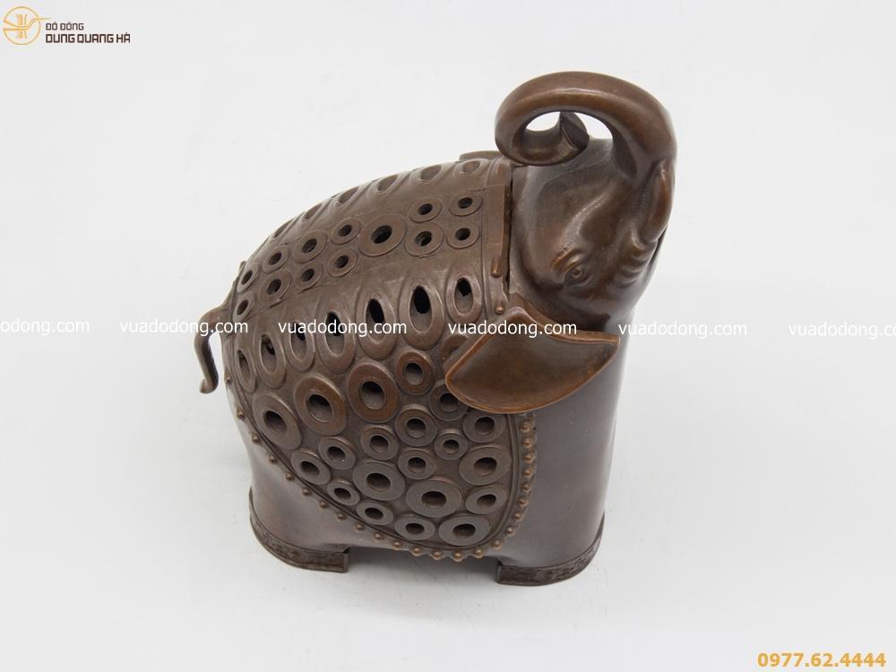 Lư xông trầm hình voi phong thủy bằng đồng vàng hun đen giả cổ