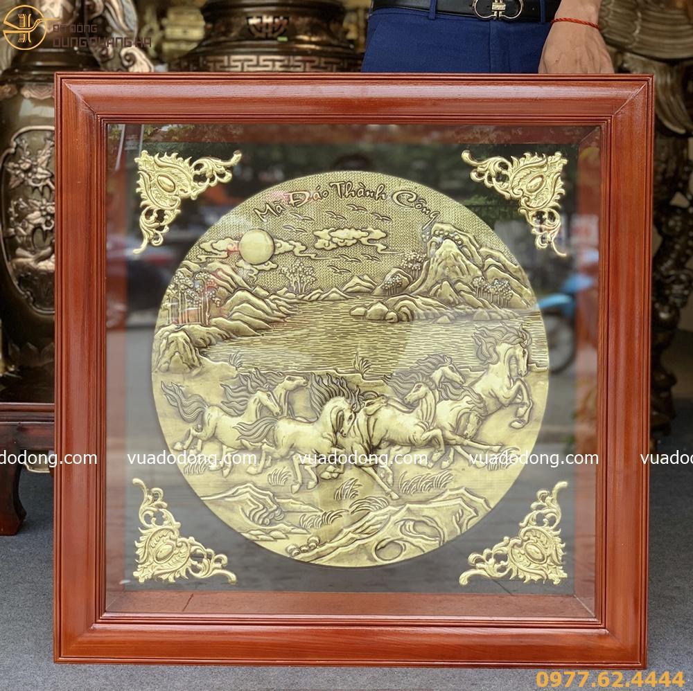 Tranh Mã đáo thành công - khung gỗ vuông - nền đồng vàng mộc