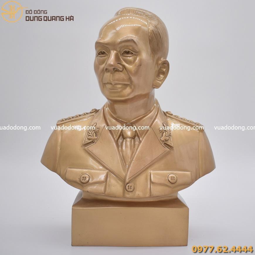 Tượng chân dung đại tướng Võ Nguyên Giáp bằng đồng đỏ