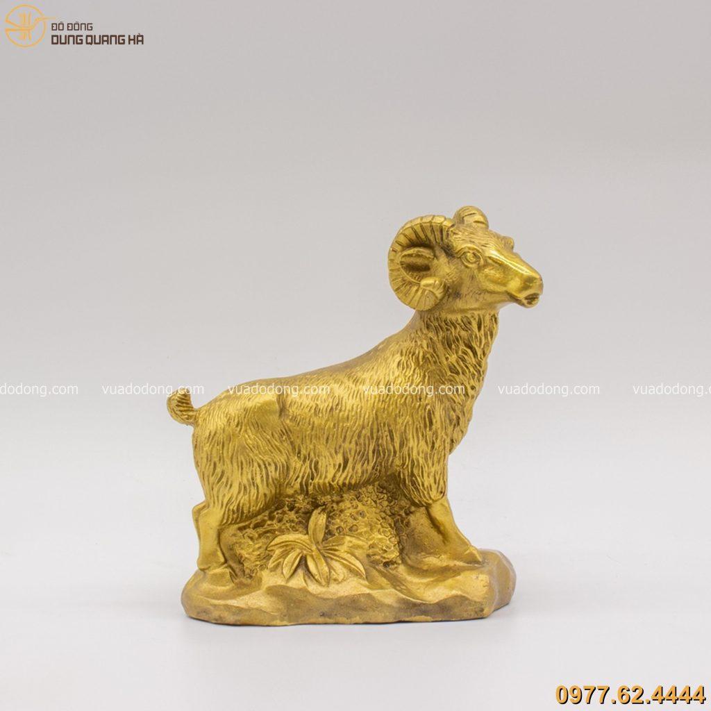 Tượng dê bằng đồng vàng mộc