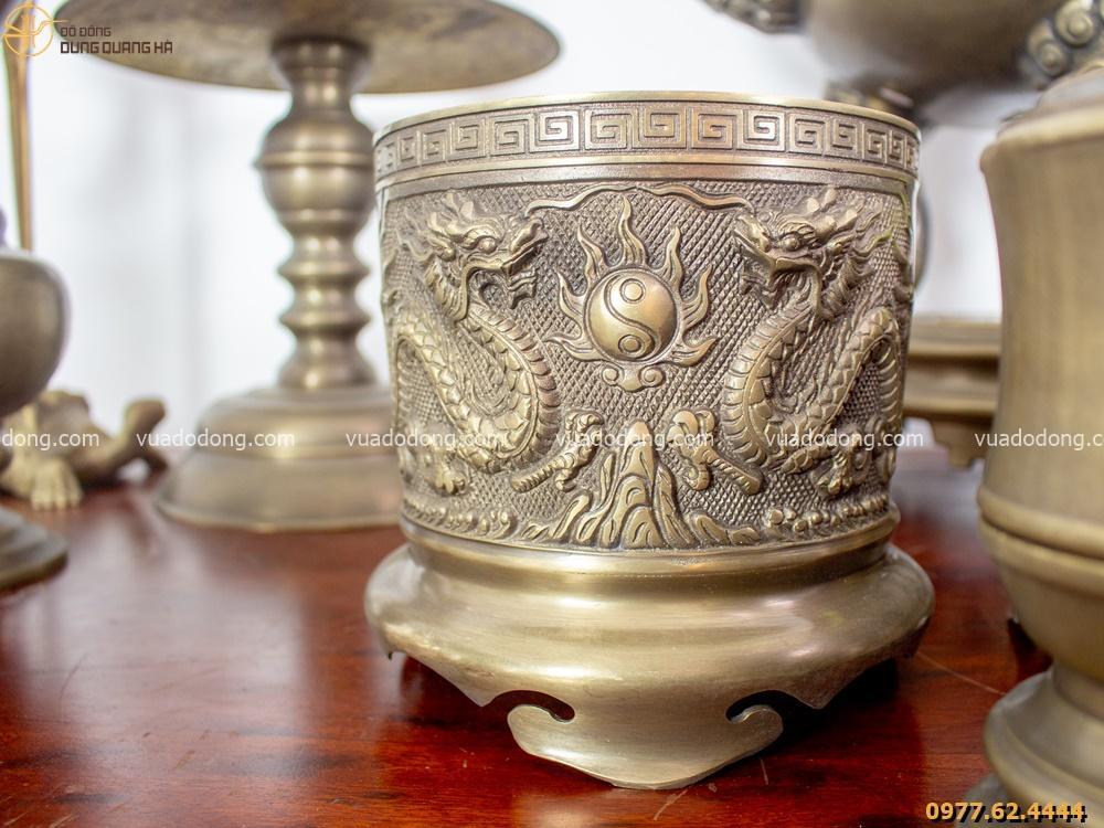 Bộ đồ thờ hoàn chỉnh với các chi tiết được thiết kế tỉ mỉ