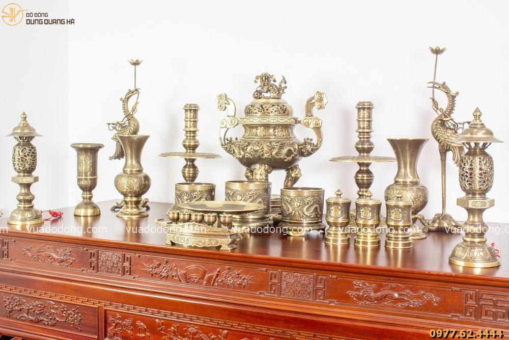 Bộ đồ thờ đầy đủ bằng đồng vàng hai công nghệ - đỉnh chạm rồng
