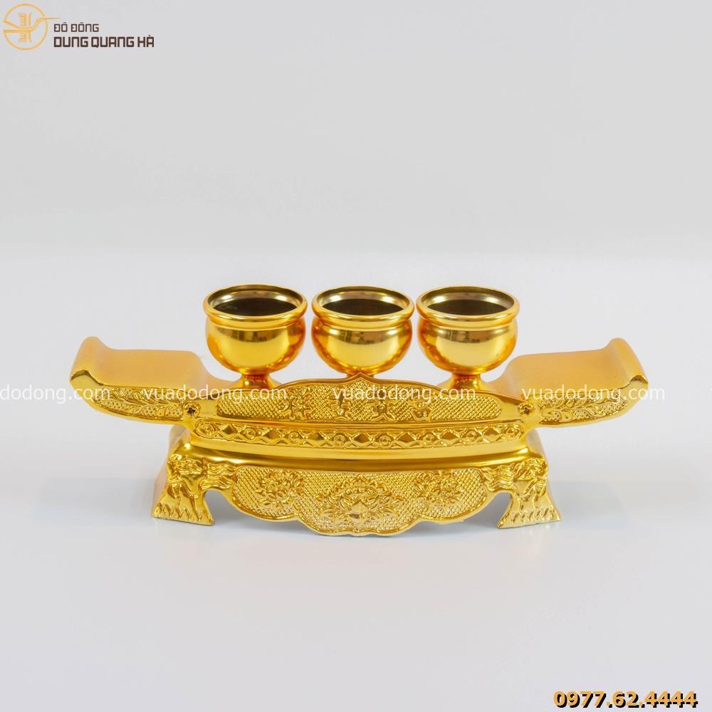 Ngai chén thờ được thiết kế và chạm khắc tỉ mỉ