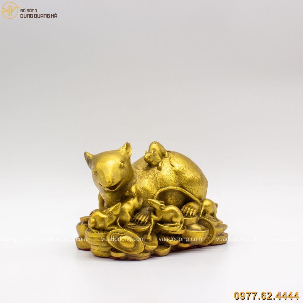 Tượng đàn chuột nằm trên đống tiền bằng đồng vàng mộc