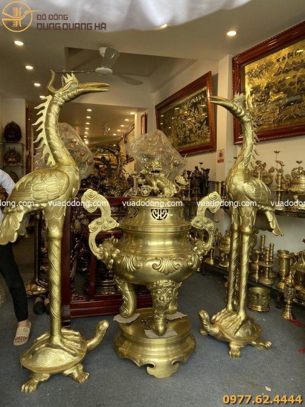 Đôi hạc thờ và đỉnh mao rồng kích thước lớn bằng đồng vàng cát tút