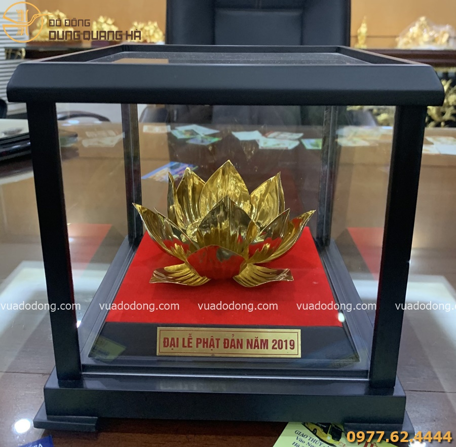 Hoa sen bằng đồng mạ vàng 24k trưng bày Đại lễ Phật Đản