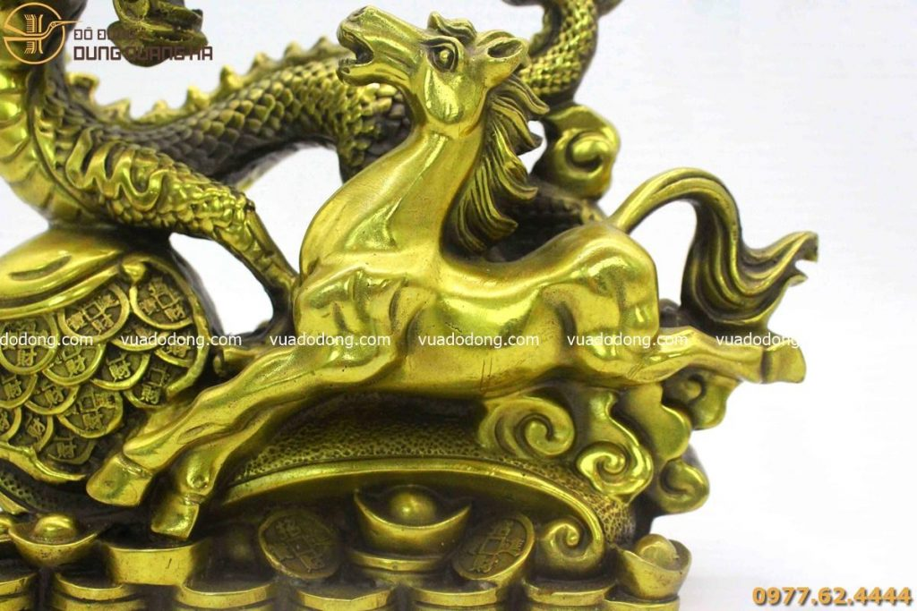 Tượng long mã song hành bằng đồng vàng mộc