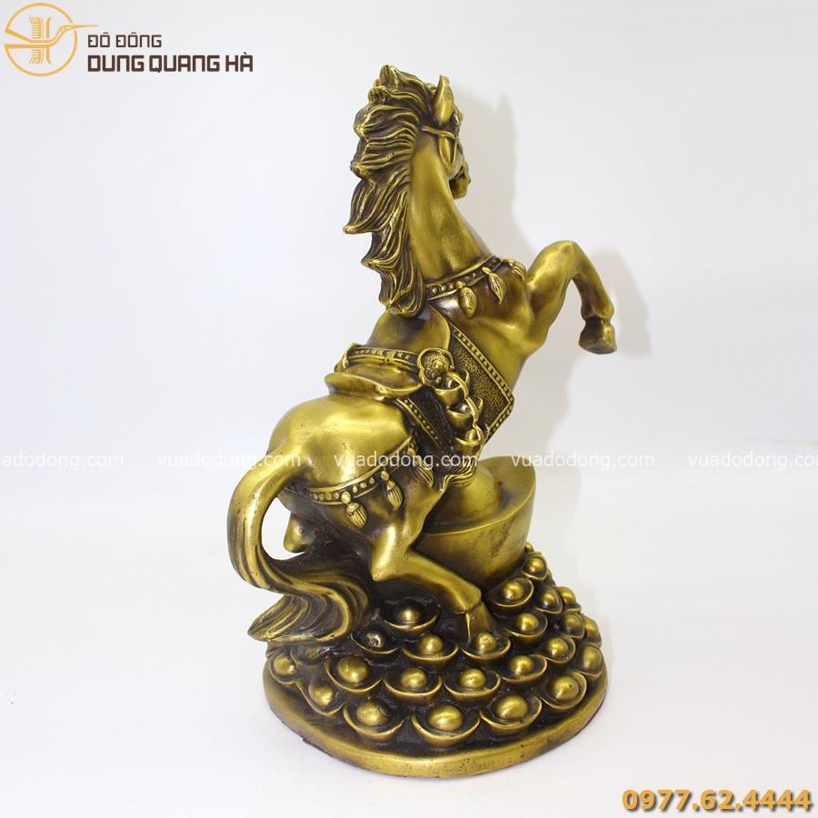 Tượng ngựa Xích Thố có thiết kế độc đáo, bắt mắt