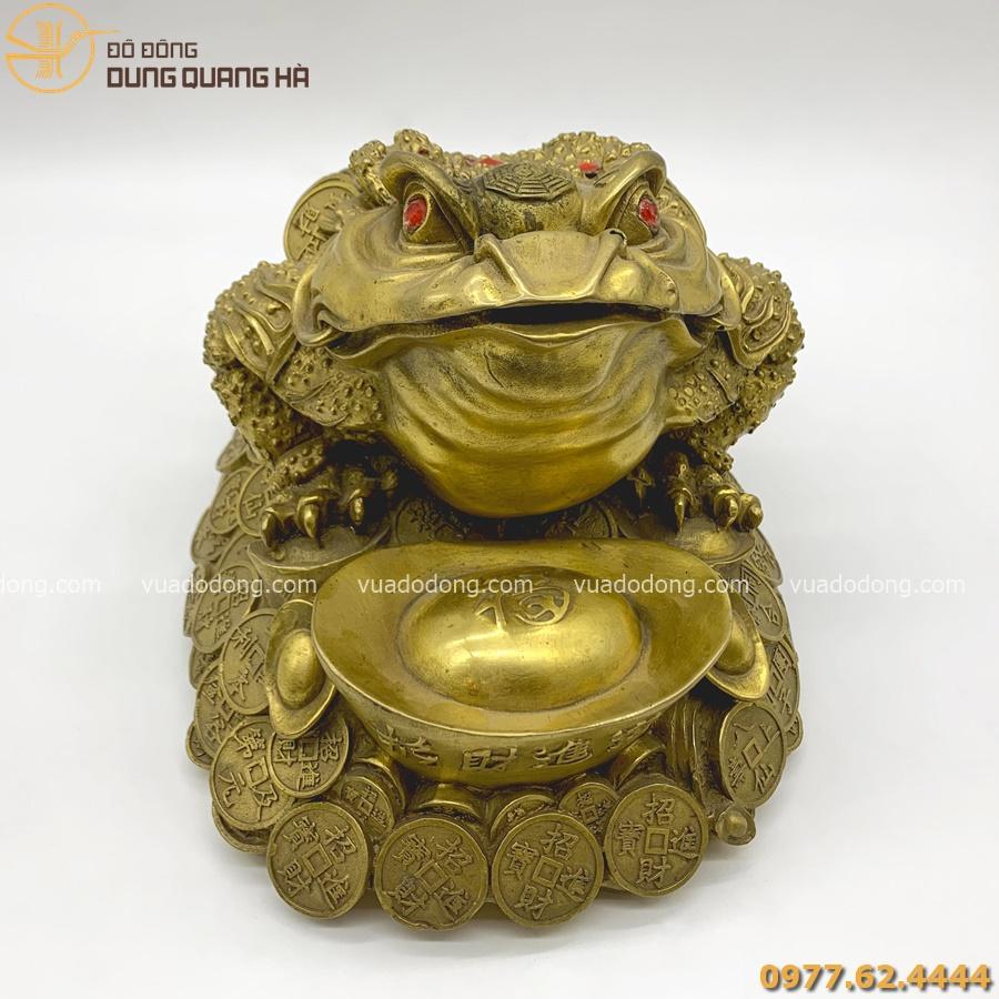 Thiềm thừ ngậm xâu tiền ôm kim nguyên bảo bằng đồng vàng mộc