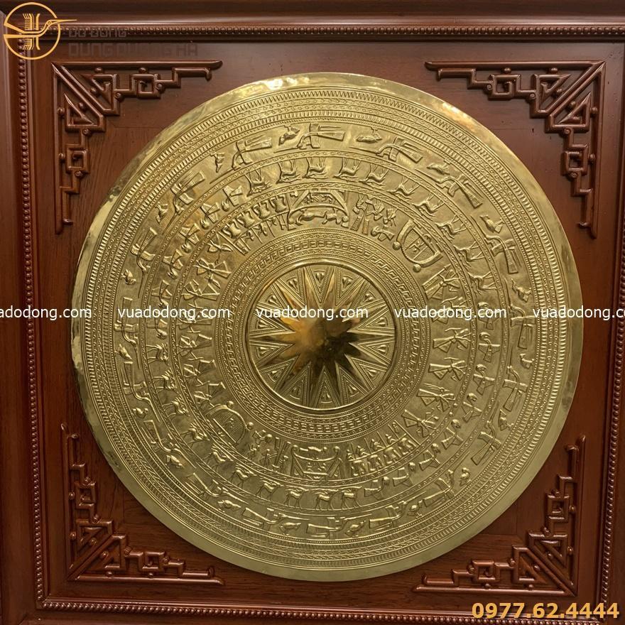 Mặt trống lớn bằng đồng vàng mộc khung gỗ