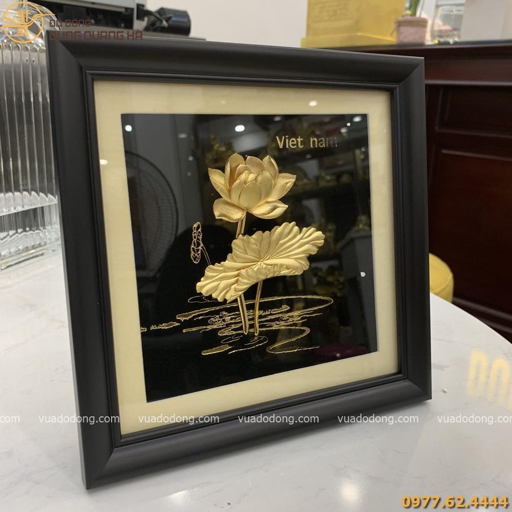 Tranh hoa sen mạ vàng 24k khung vuông giả gỗ