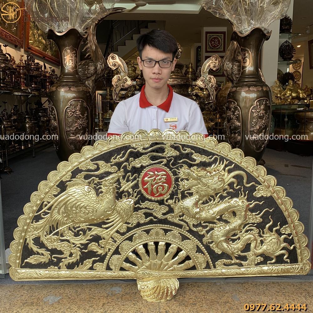 Tranh quạt chầu long phụng bằng đồng vàng ấn tượng