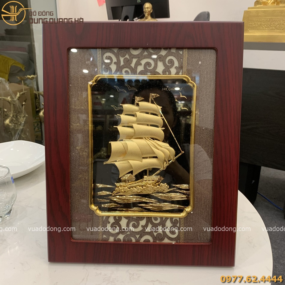 Tranh thuyền buồm lưu niệm mạ vàng 24k