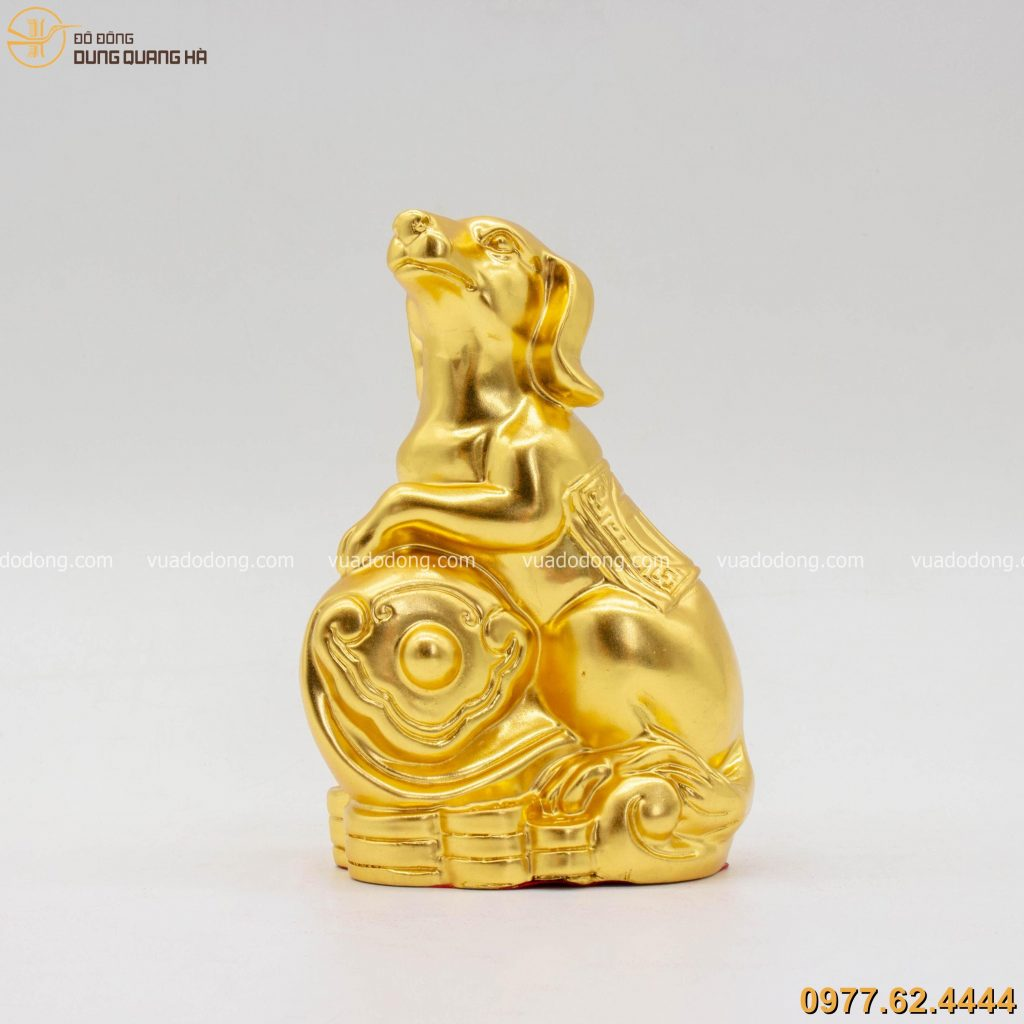 Tượng chó phong thủy tài lộc dát vàng với thiết kế độc đáo, bắt mắt