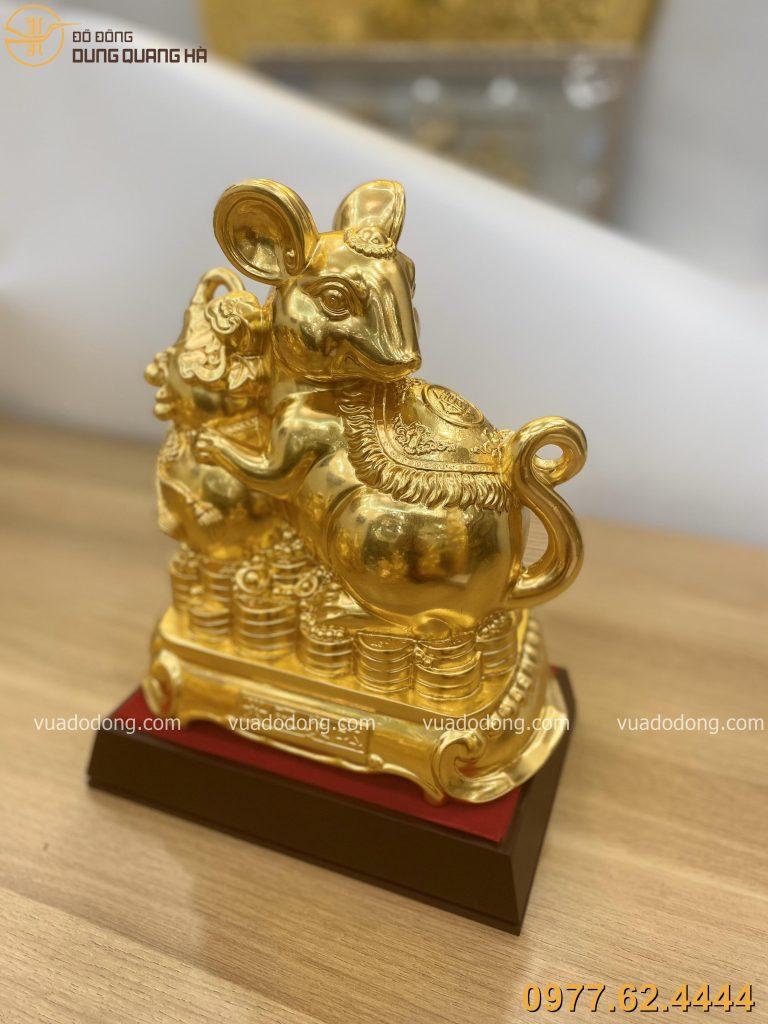 Tượng chuột ôm hồ lô dát vàng với tạo hình bắt mắt
