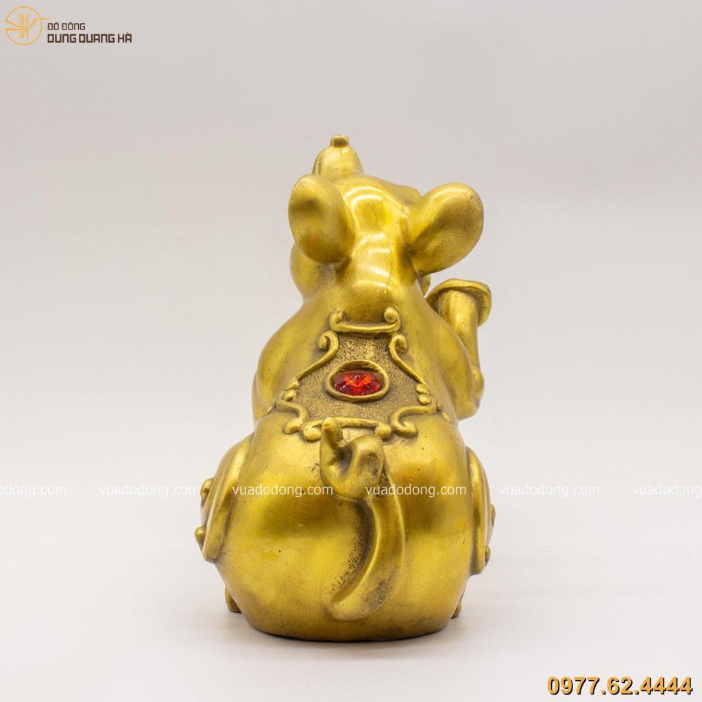 Tượng chuột ôm bị tiền lưng đính hồng ngọc - đồng vàng