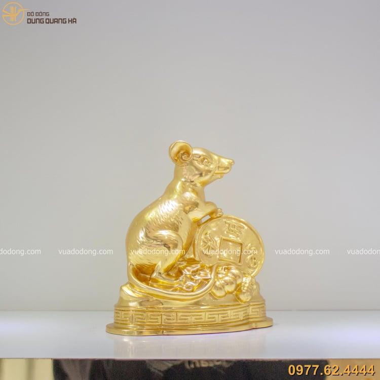 Tượng chuột ôm tiền xu thếp vàng với các chi tiết tỉ mỉ và tinh tế