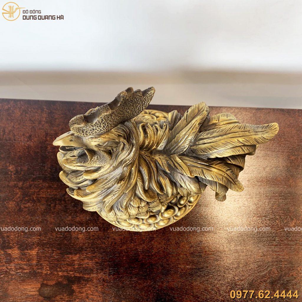 Tượng gà trống đứng trên mâm vàng bằng đồng hun giả cổ