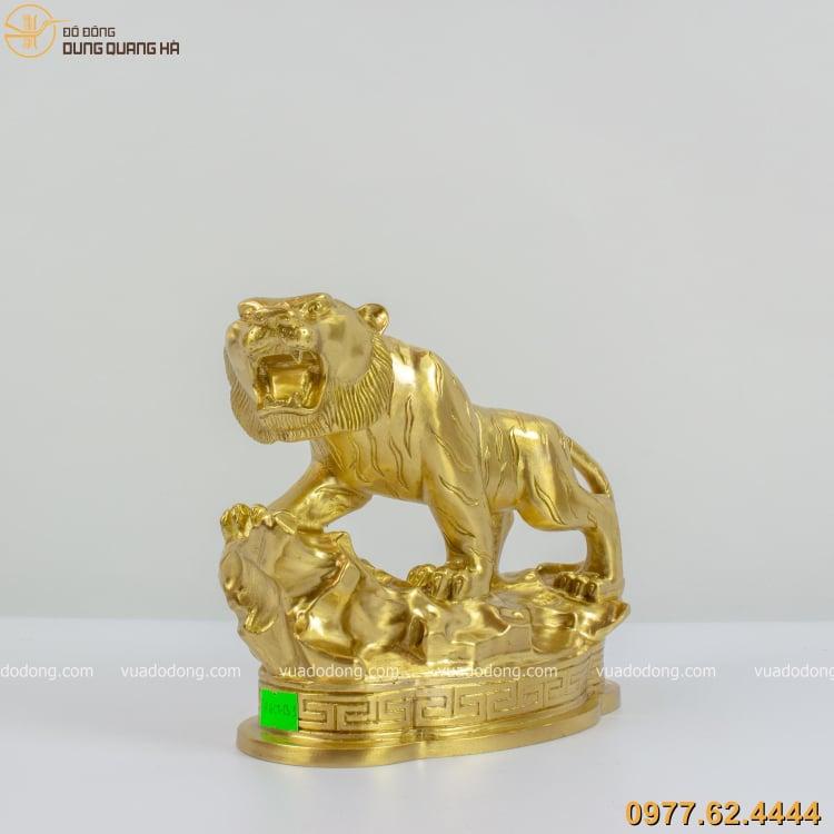 Tượng hổ bằng đồng vàng cát tút được tạo hình bắt mắt