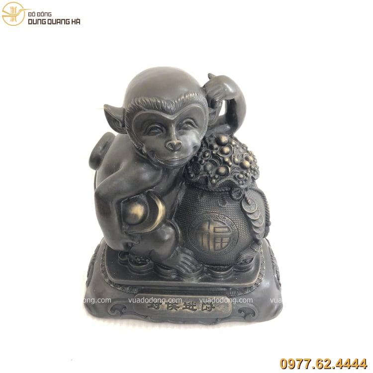 Tượng khỉ bằng đồng vàng có thiết kế độc đáo