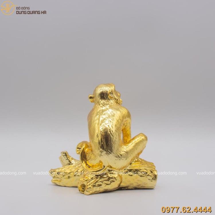 Tượng khỉ bằng đồng mạ vàng với các chi tiết tinh xảo và sắc nét