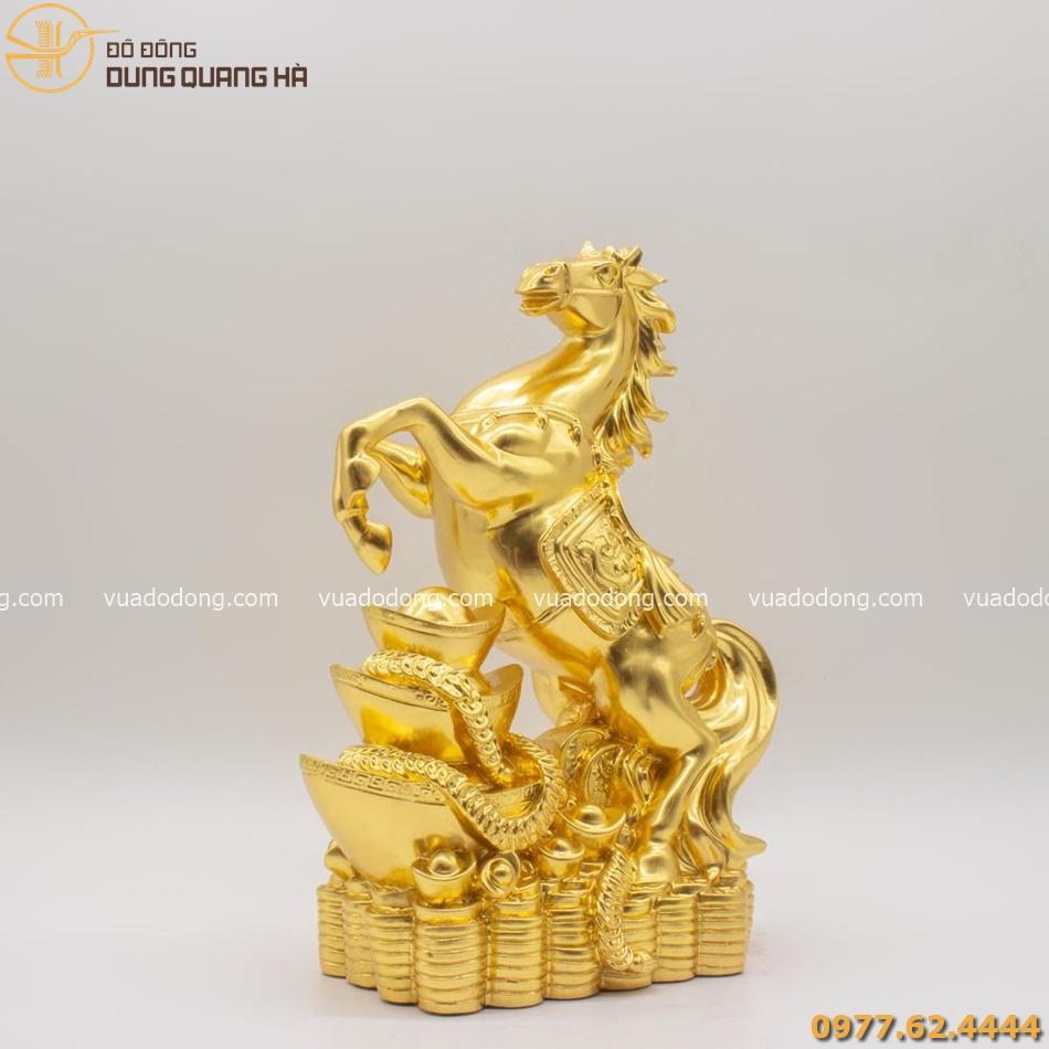 Tượng ngựa phong thủy thếp vàng chiều tài tấn bảo