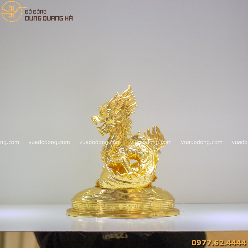 Tượng rồng phong thủy dát vàng được thiết kế tinh tế