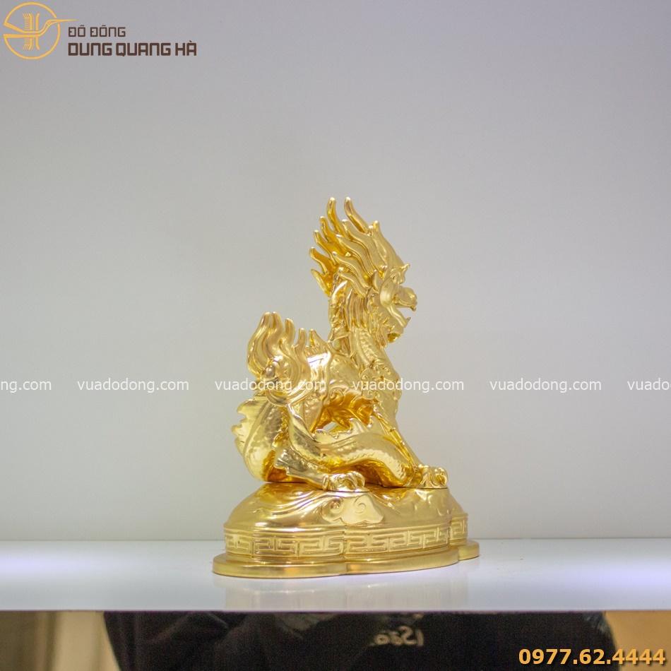Tượng rồng phong thủy dát vàng có tạo hình độc đáo