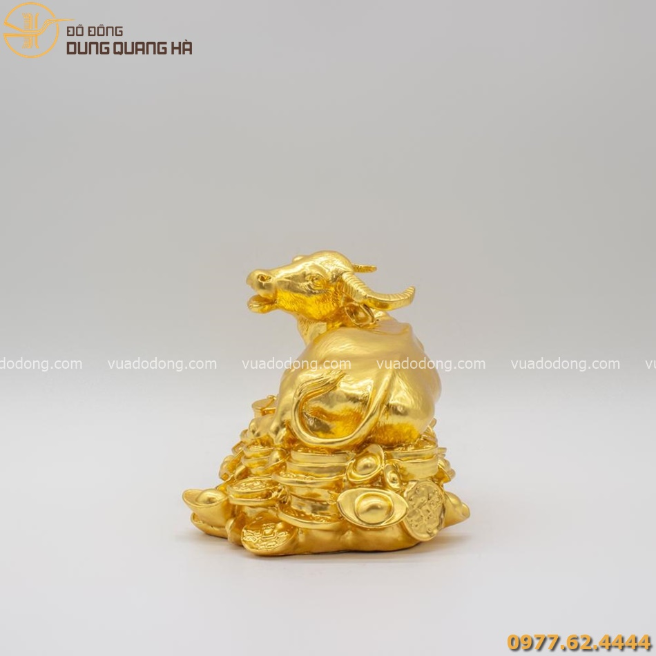 Tượng Trâu nằm trên vàng bạc châu báu