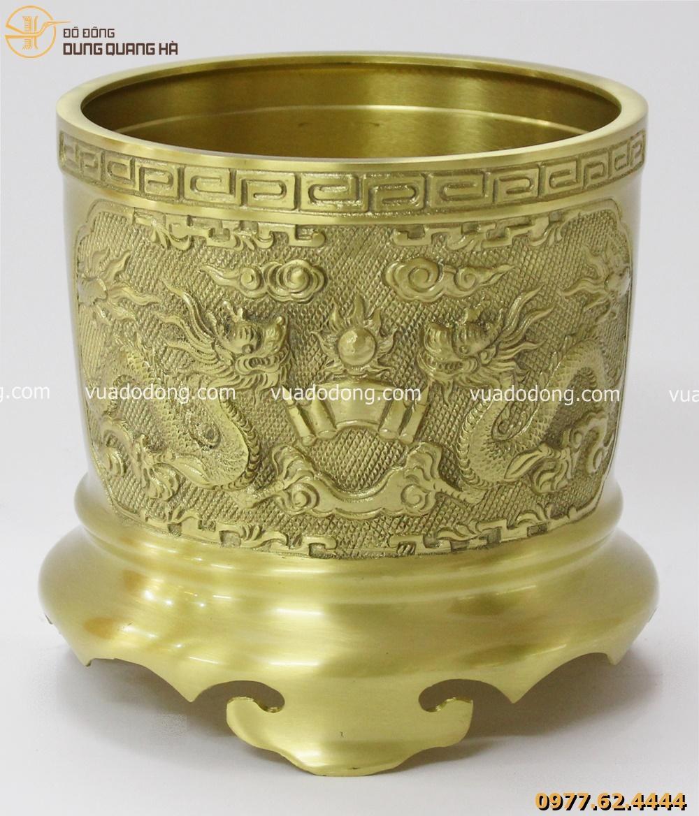 Bộ ba bát hương bằng đồng vàng mộc mang vẻ đẹp cuốn hút