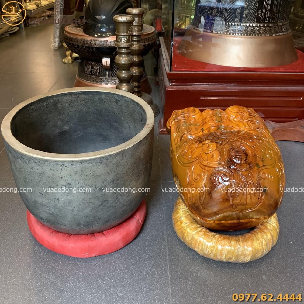 Mõ gỗ và chuông bát có thiết kế cứng cáp