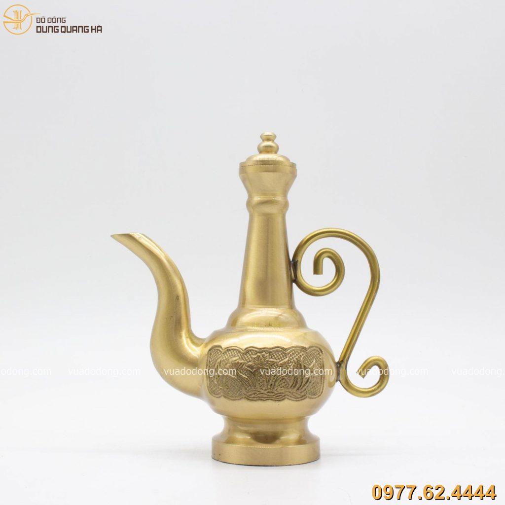 Nậm rượu bằng đồng vàng mang ý nghĩa may mắn