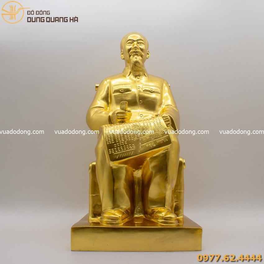 Tượng Bác Hồ thếp vàng