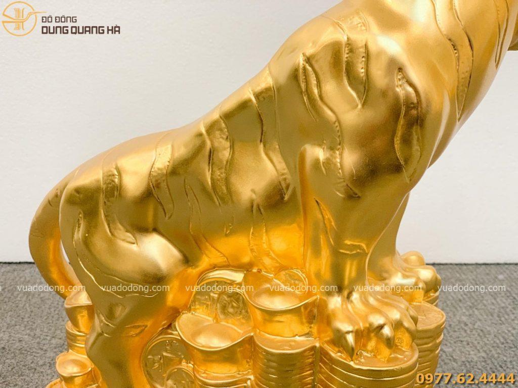 Tượng hổ dát vàng với các chi tiết tinh tế