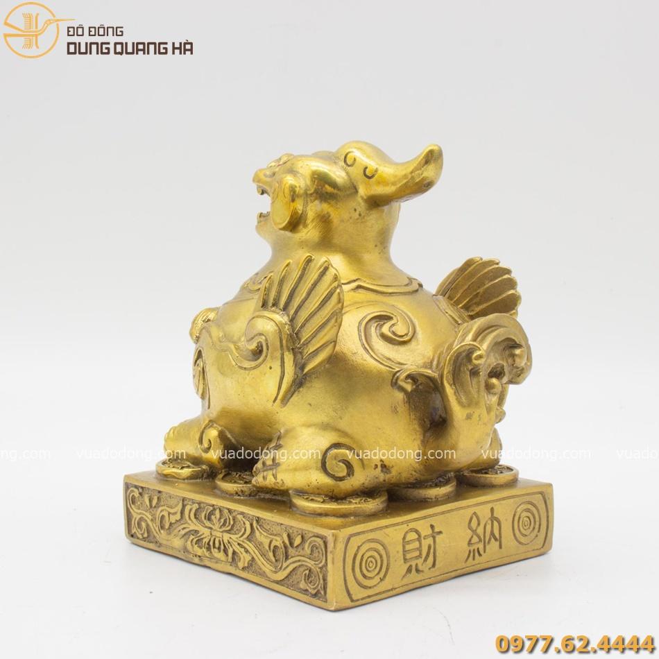 Tượng tỳ hưu đồng vàng được thiết kế tỉ mỉ