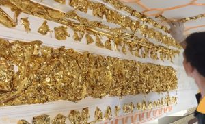 Trần thạch cao dát vàng