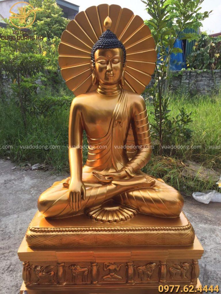 Tượng Phật Thích Ca bằng đồng đỏ linh thiêng
