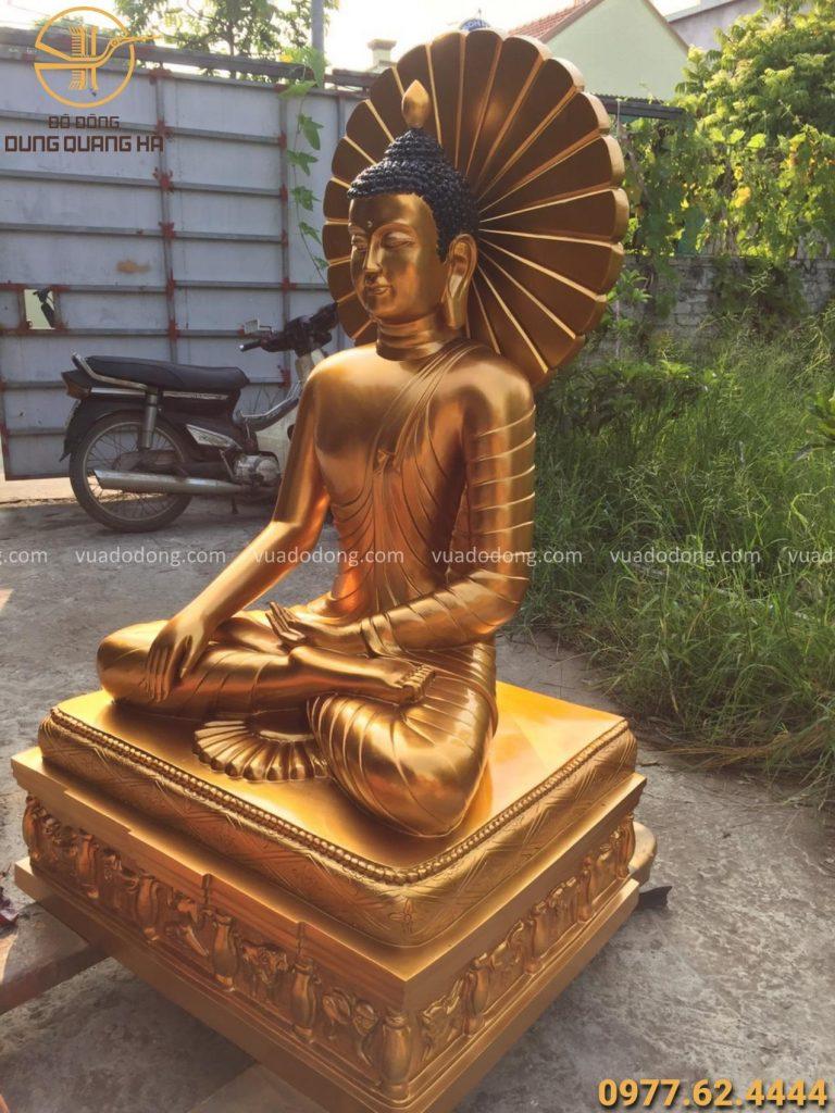 Tượng Phật Thích Ca bằng đồng đỏ cuốn hút