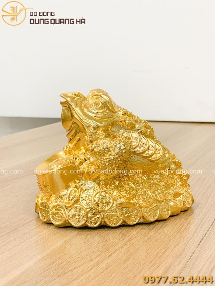 Tượng thiềm thừ mạ vàng độc đáo