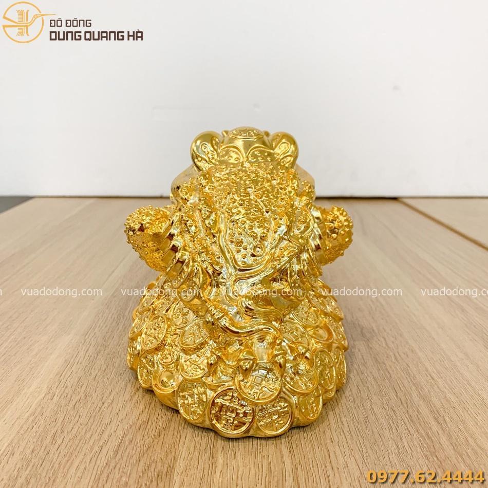 Tượng thiềm thừ mạ vàng với tạo hình chân thực