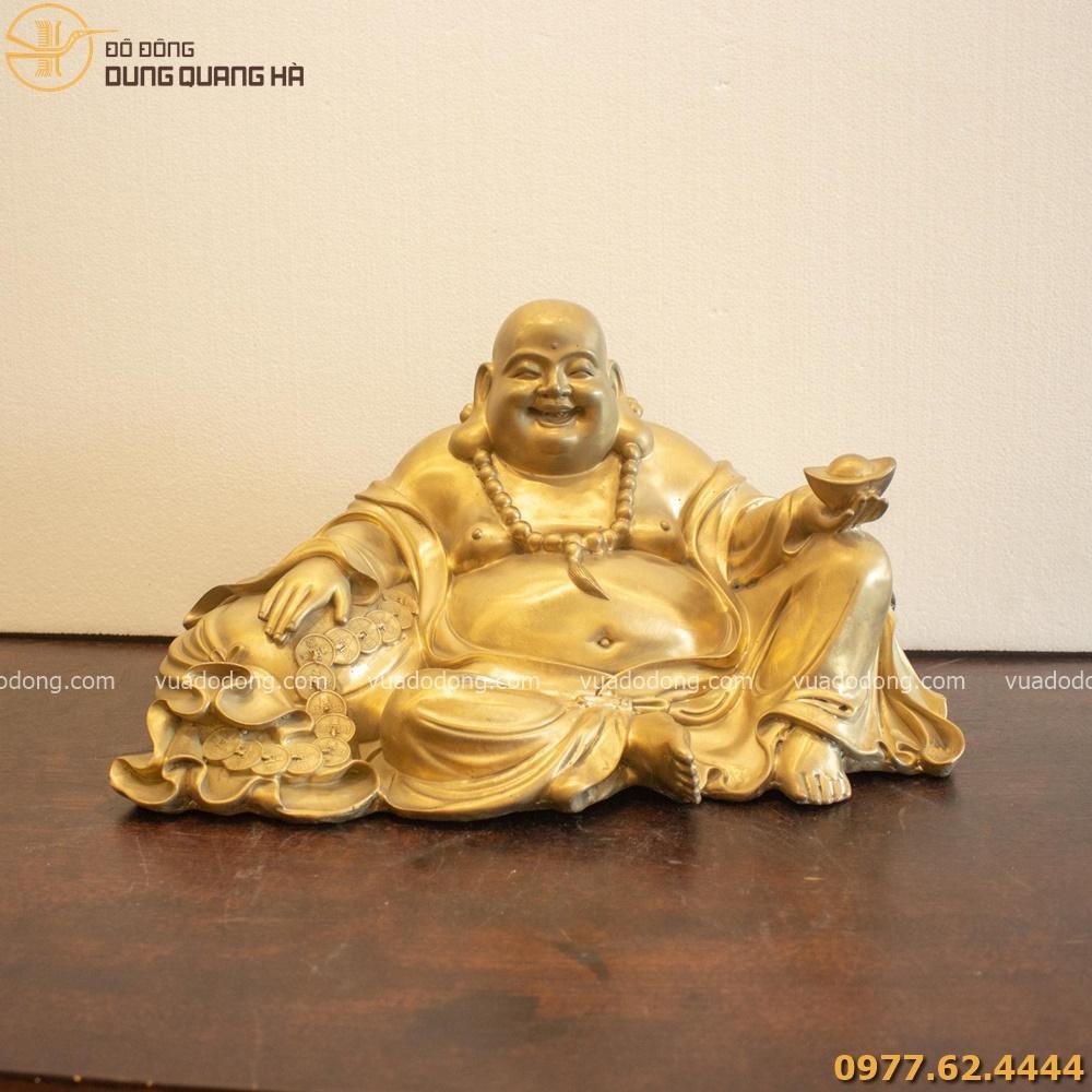 Tượng Phật Di Lặc với sắc thái vui tươi