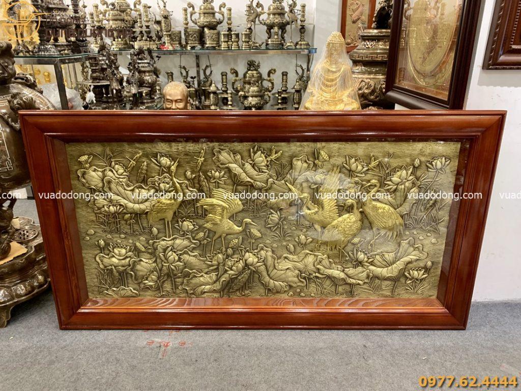 Tranh sen hạc bằng đồng vàng xước giả cổ - hạc dát vàng