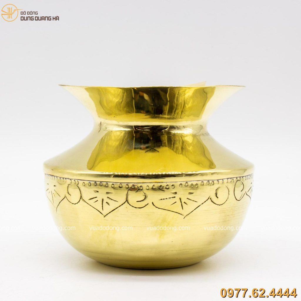 Ống nhổ bã trầu bằng đồng vàng độc đáo