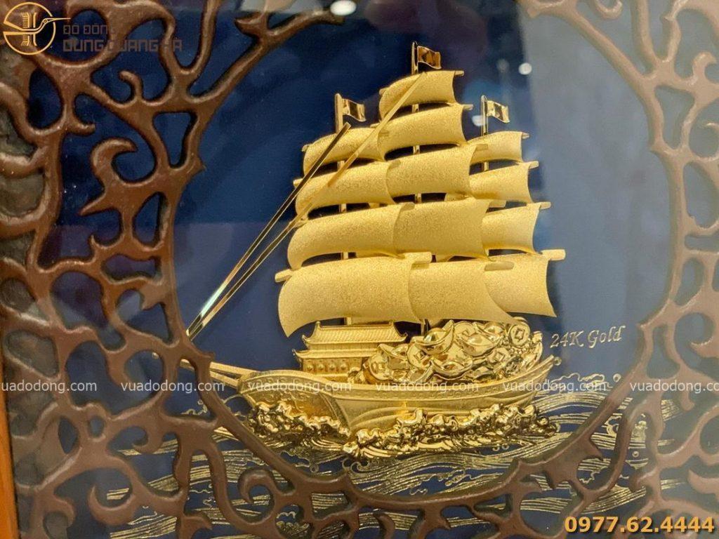 Tranh lưu niệm thuyền buồm mạ vàng với thiết kế độc đáo
