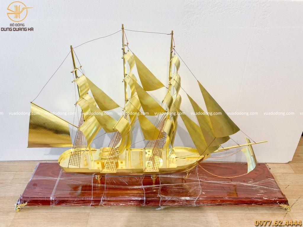 Thuyền buồm đế dài 152cm cao 96cm
