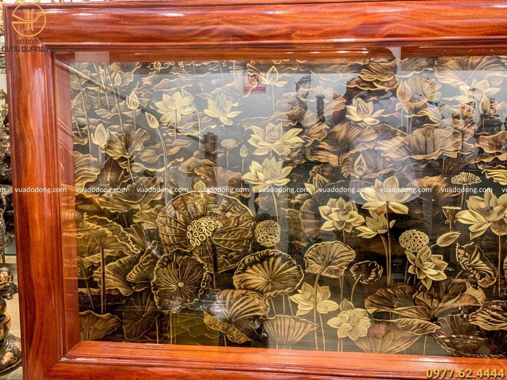 tranh hoa sen đồng vàng xước chìm giả cổ 2m3 x 1m2 (2)