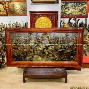 tranh hoa sen đồng vàng xước chìm giả cổ 2m3 x 1m2 (4)